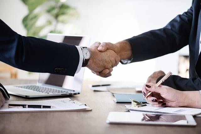 Uno dei modi per evitare le truffe nel trading è di scegliere broker conosciuti