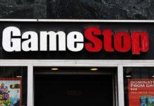 Insegna di un negozio GameStop